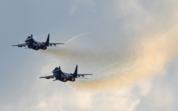 A pari of Russian Airforce Su-27 jets (NATO reporting name: