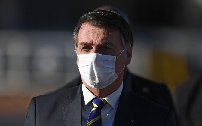 Жаир Болсонару в маске.