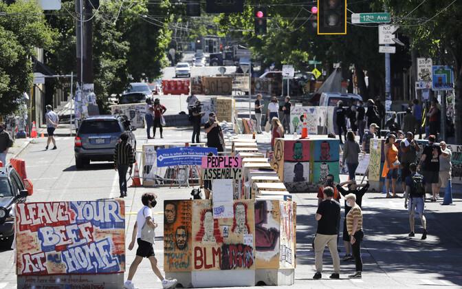 Päevasel ajal valitseb Seattle'i protestijate autonoomses tsoonis festivalilaadne-õhustik.
