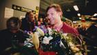 Kümnevõistluse Euroopa meister Erki Nool saabumas Tallinna 1998. aastal.