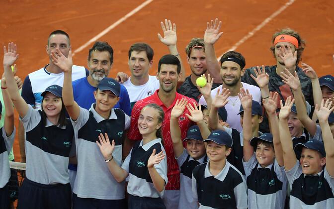 Viktor Troicki, Nenad Zimonjic, Dušan Lajovic, Novak Djokovic, Dominic Thiem,Grigor Dimitrov ja Alexander Zverev poseerisid Belgradi turniiril ühiselt kaameratele