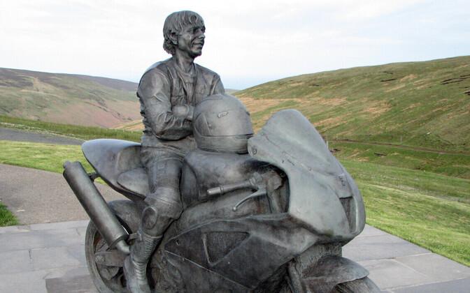 Joey Dunlopi mälestusmärk Mani saarel Suurbritannias