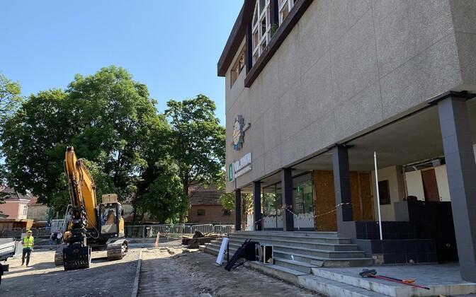 Algas Viljandi vana parteimaja lammutamine.