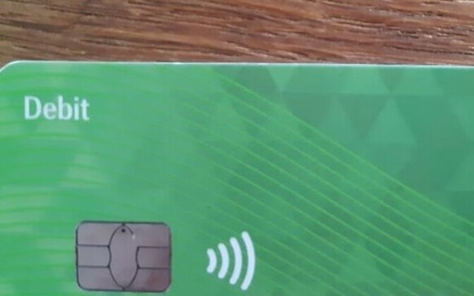 Bank card with a contactless function
