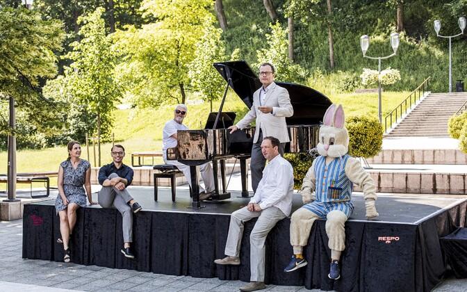Tartu linnaklaver linnakirjaniku, linnaarhitekti, Alo Põldmäe, linnapea, linnanõuniku ja linnajänesega