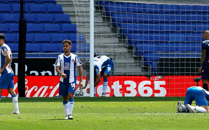 Pettunud Espanyoli mängijad (sinivalges) kohtumises Levante vastu