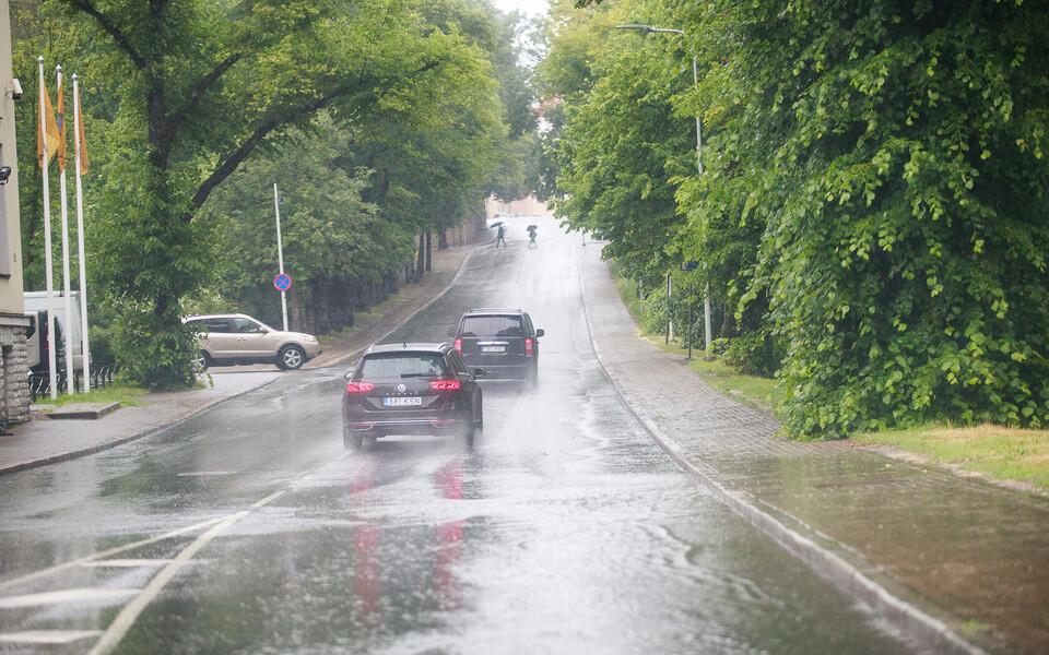 В понедельник будет дождливо, но недолго.