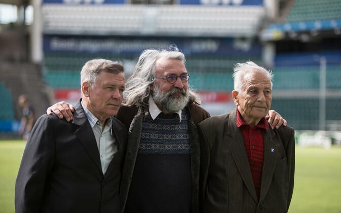 Mullused patroonid Viktor Zamorski ja Heldur Tuulemäe koos jalgpalliliidu presidendi Aivar Pohlakuga.