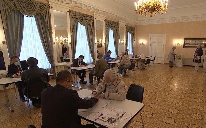 Voting at the Russian Consulate in Tallinn.