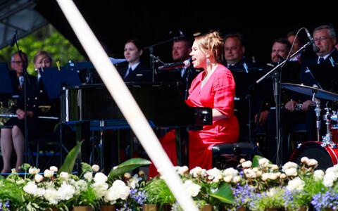 Mari Kalkun esitas peaminister Jüri Ratase tänuüritusel oma uue loo