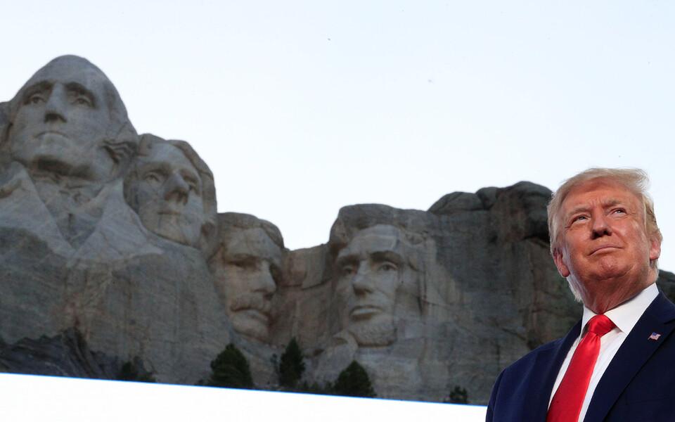 Дональд Трамп на горе Рашмор.