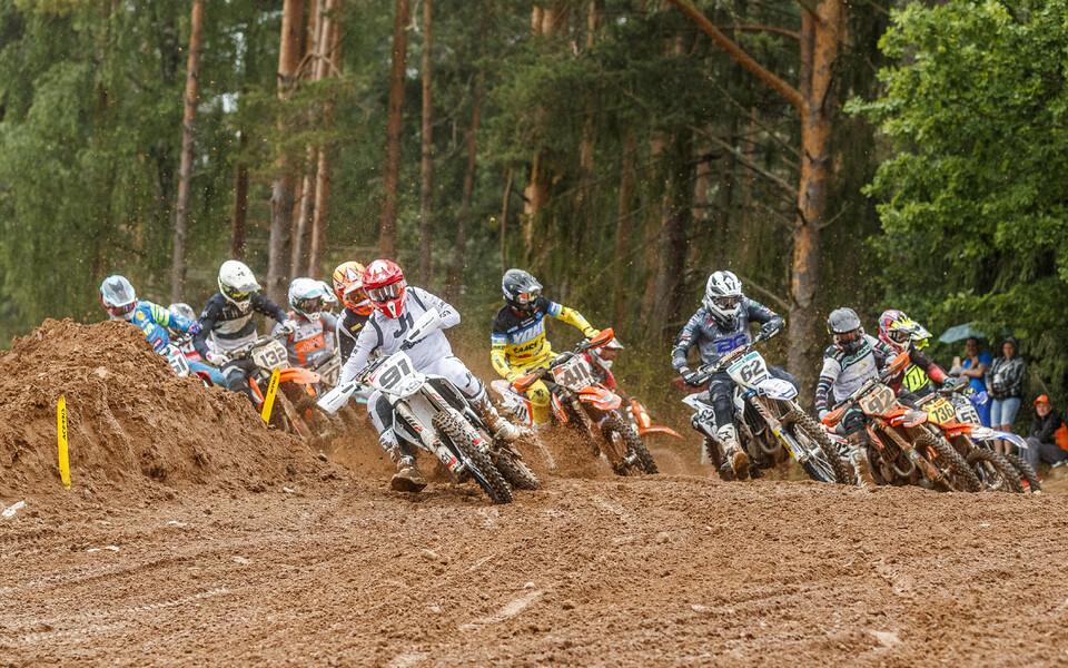 Laupäeval algasid Karksi-Nuia krossirajal Eesti motokrossi meistrivõistlused.