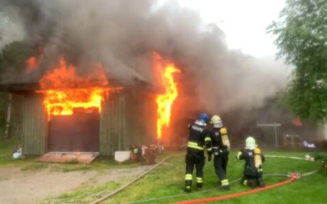 Reinar Halliku maja süttis välgutabamusest ja põles maha