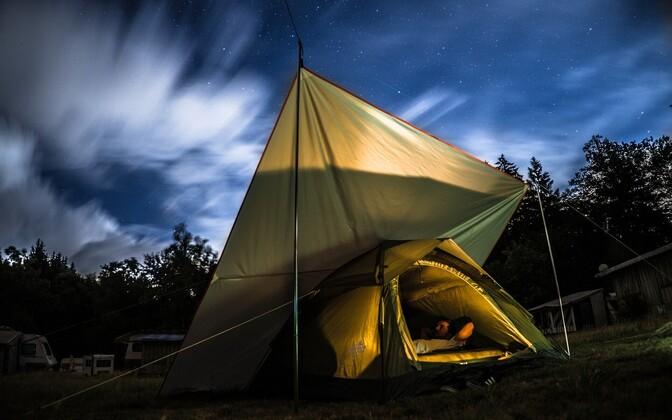 В некоторых муниципалитетах Финляндии установка палаток разрешена только на специальных территориях. Иллюстративная фотография. .