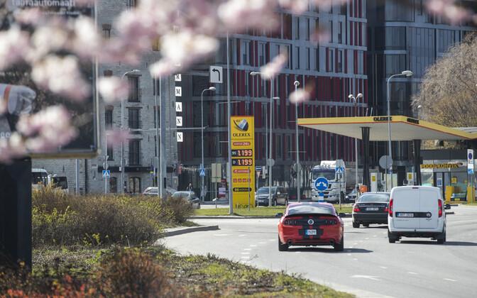 Eelmise aasta juuniga võrreldes mõjutas tarbijahinnaindeksit enim mootorikütuse hinnalangus: diislikütus oli 25 ja bensiin 12,5 protsenti odavam.