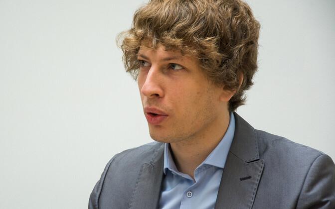 Minister of Social Affairs Tanel Kiik (Center).