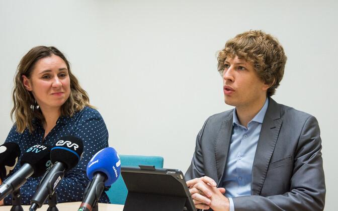 Terviseameti peadirektori kt Mari-Anne Härma ja sotsiaalminister Tanel Kiik.