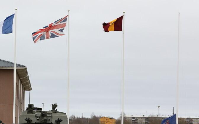 Британский флаг на базе в Тапа.