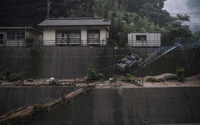 В Японии продолжается стихийное бедствие.