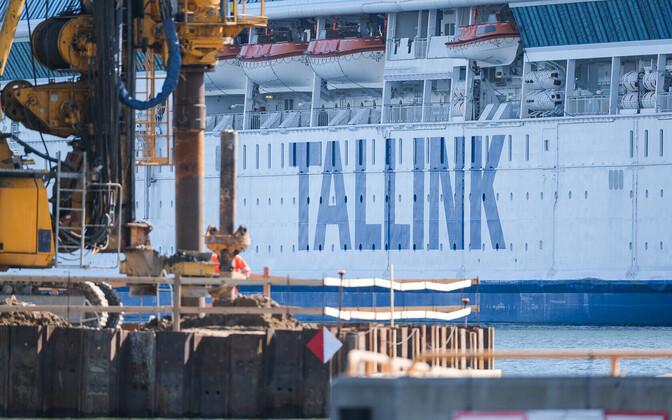 Tallinki laev sadamas.