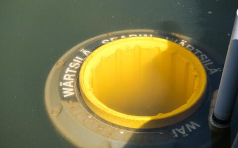 В столичном Старом порту установили систему по сбору морского мусора Seabin.