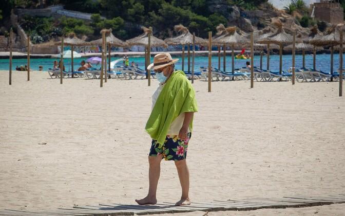 Maskiga turist Mallorca rannas.