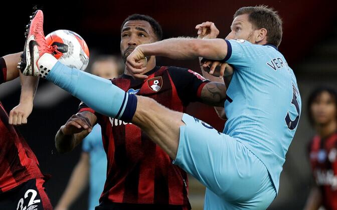 Tottenham Hotspuri mängija Jan Vertonghen (paremal) ja  Bournemouthi mängija Callum Wilson