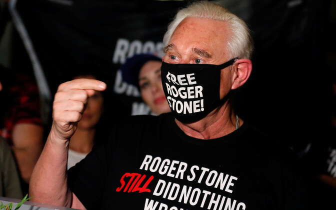 Роджер Стоун был одним из фигурантоврасследования спецпрокурора США Роберта Мюллерао предполагаемом вмешательстве России в выборы американского президента в 2016 году.
