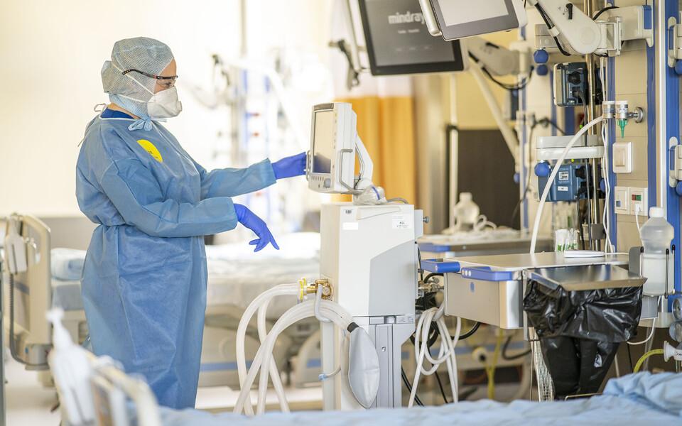 Врачи и ученые готовятся к возможному второму наплыву пациентов с коронавирусом. На фото: Северо-Эстонская региональная больница в условиях чрезвычайной ситуации.