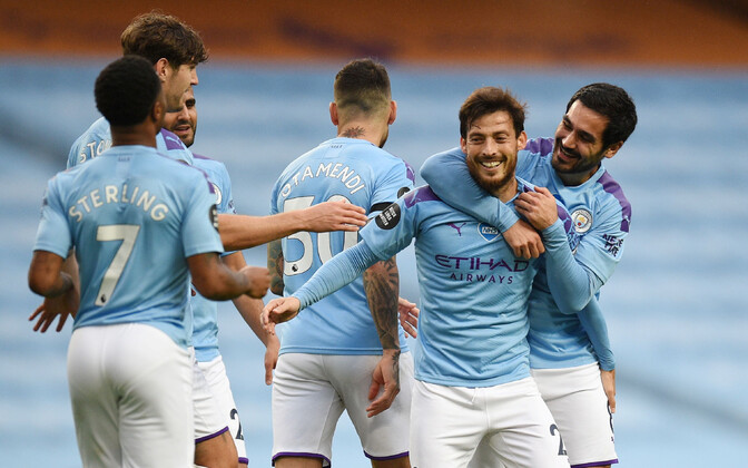 Manchester City mängijad rõõmustamas.