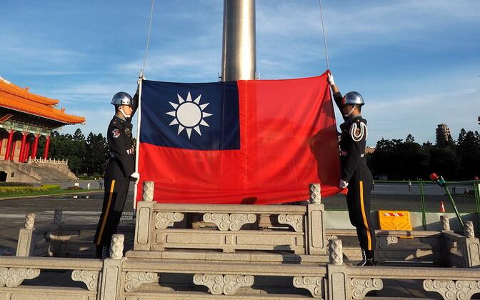 Lipuheiskamistseremoonia Taiwani pealinna Taipei Vabaduse väljakul tänavu 27. juunil.