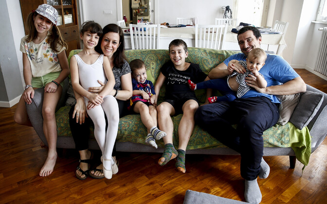 Lasterikas itaalia perekond koroonakriisi ajal.