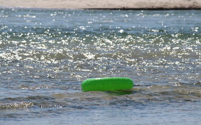 Вода на пляже временно непригодна для купания. Иллюстративная фотография.