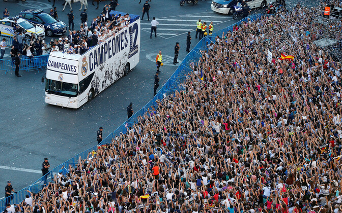 Madridi Reali fännid mullu Cibelesi purskkaevu juures