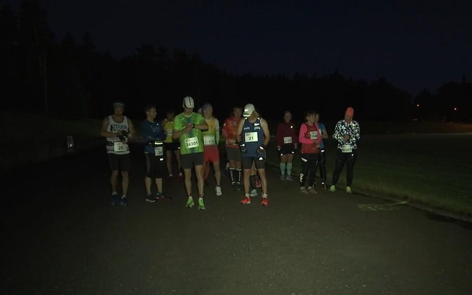 Staadionimaratoni ööjooksu start.
