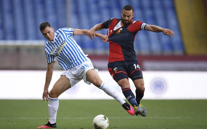 Georgi Tunjov (vasakul) Serie A kohtumises Genoa vastu