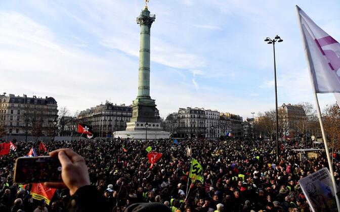 Pensionireformi vastane meeleavaldus Pariisis.