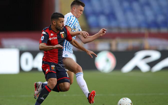 Georgi Tunjov (paremal) mängus Genoa vastu