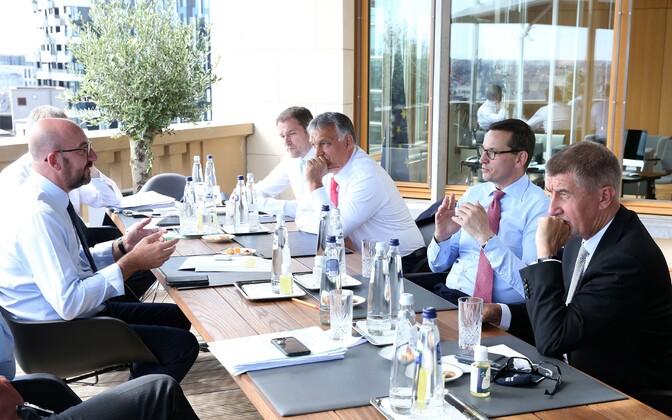 Charles Michel (vasakul) kohtumas (paremalt) Tšehhi peaministri Andrej Babisi, Poola peaministri Mateusz Morawiecki, Ungari peaministri Viktor Orbani ja Slovakkia peaministri Peter Pellegriniga.