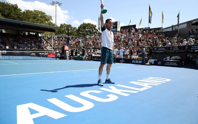 Roberto Bautista Agut Aucklandi turniiri võidukarikaga 2016. aastal