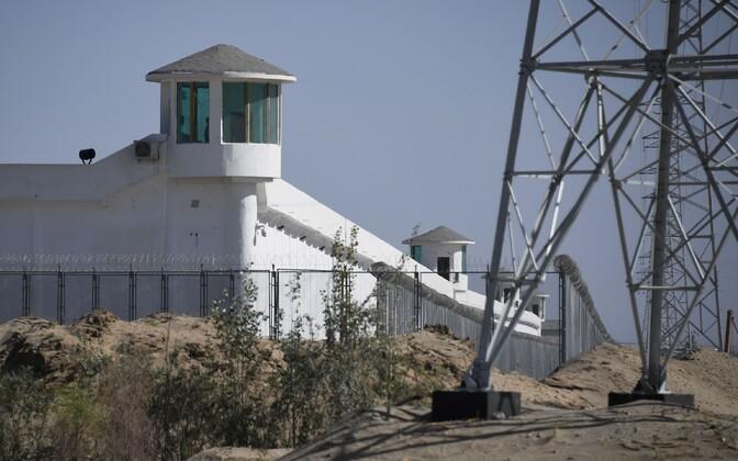 Arvatavalt uiguuride kinnipidamiseks kasutatav laager Xinjiangis.
