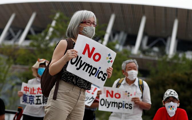 Protestijad uue rahvusstaadioni ees