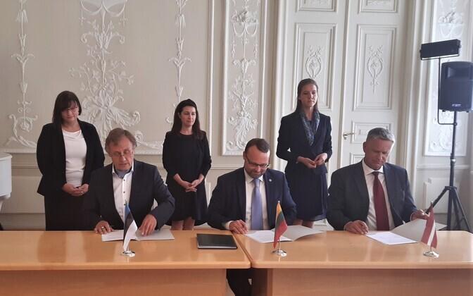 Balti assamblee kirjandusauhinna vastastikuse mõistmise memorandumi allkirjastamine.