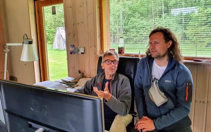 Erkki-Sven Tüür ja Endrik Üksvärav. Helilooja uut kooriteost tutvustamas.