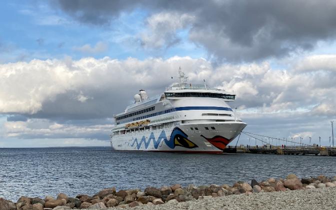 Первый круизный лайнер зашел в Таллиннский порт.