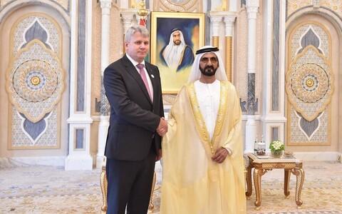 Яан Рейнхольд вручил в свои верительные грамоты эмиру Дубая в сентябре 2019 года.