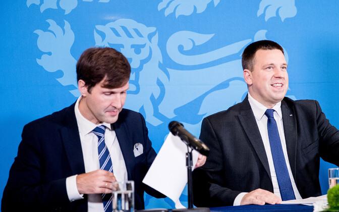 Minister of Finance Martin Helme (EKRE), Prime Minister Jüri Ratas (Center) and Isamaa chair Helir-Valdor Seeder.