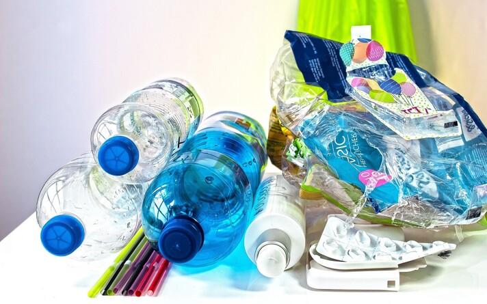 Загрязнение пластиком. Иллюстративная фотография.