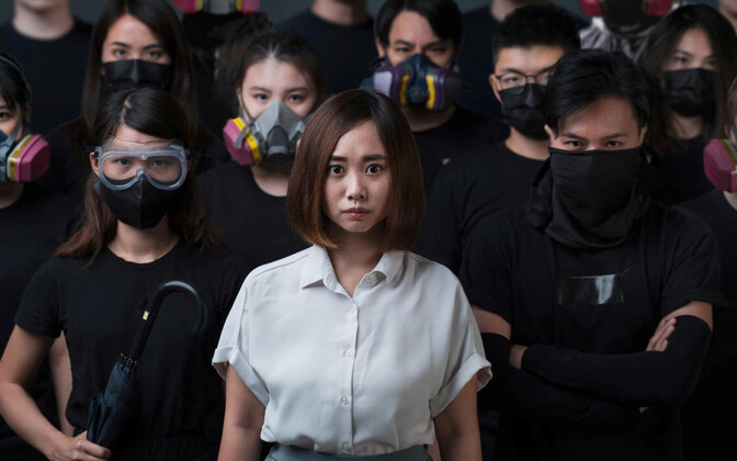 Hongkongi demokraatia-aktivist Tiffany Yuen Ka-wai poseerimas valimisplakati jaoks.