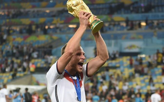 Benedikt Höwedes MM-trofeega